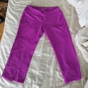 NWOT Beyond Yoga Pink Flared Capri Yoga Pants, S